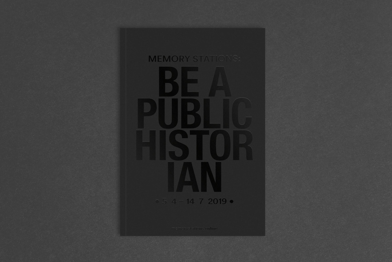 Akademie_der_Kuenste_der_Welt_Buero_Freiheit_Booklet_Design_Kampagne_Be_a_public_hostorian_Cover2 Be a public historian